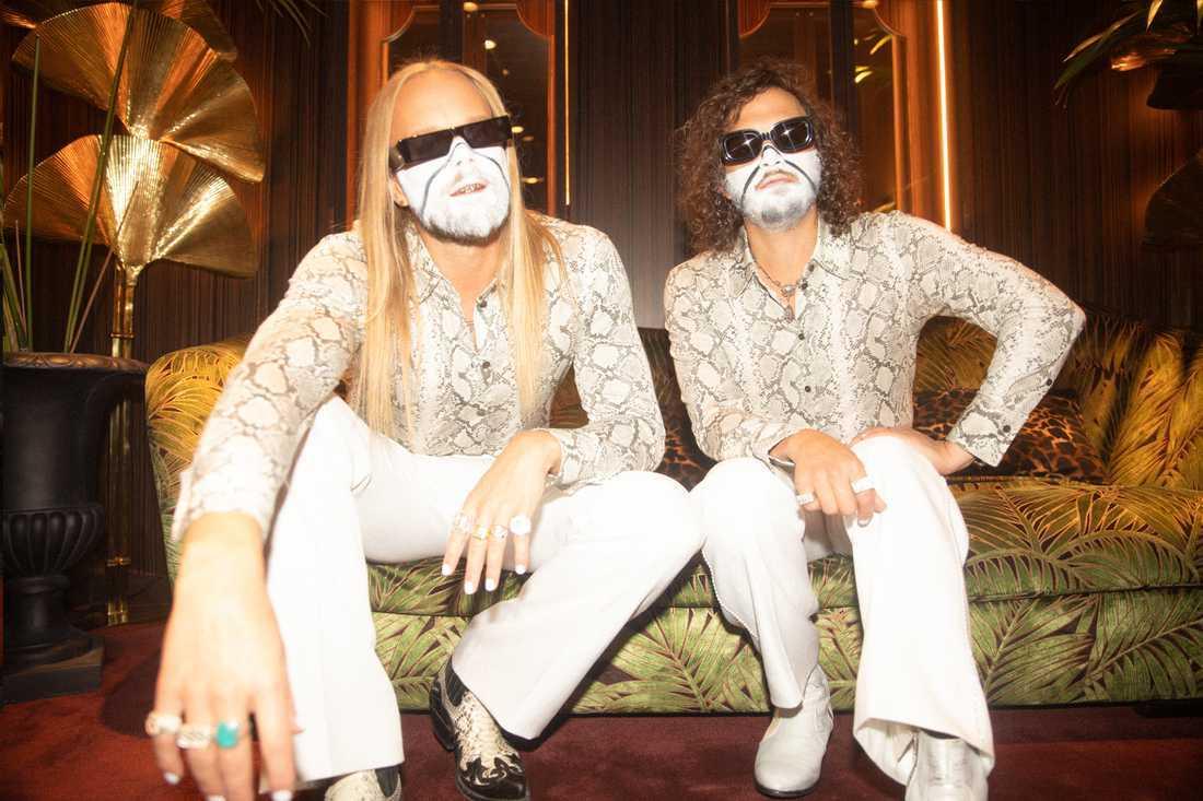 Vincent Pontare och Salem Al Fakir har tagit ett kliv bort från den typiska popmusiken.