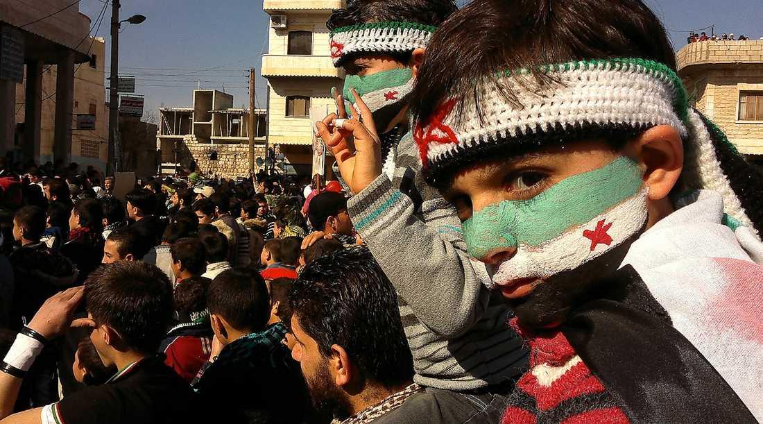 BARN DÖR I STRIDERNA Enligt Unicef har cirka 380 barn dött i upproren mot Bashar al-Assads regim i Syrien. Militärens våld mot civila har fått starka reaktioner runt om i världen och det måste få ett slut.