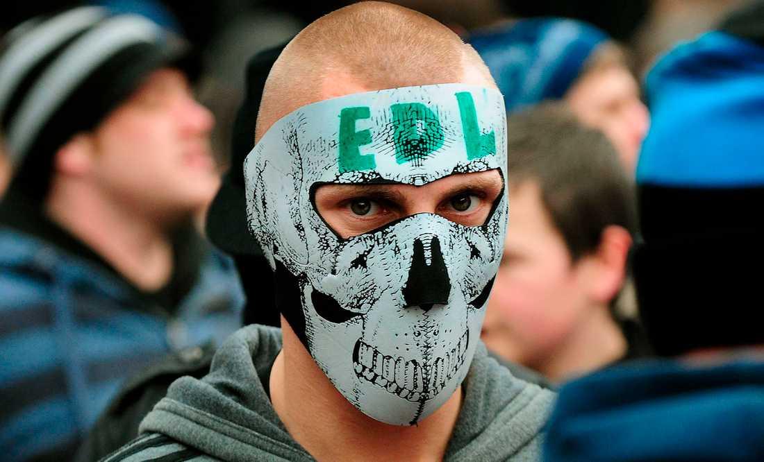 nationalismens ansikte  Medlemmar i högerextrema English Defence League under en demonstration.