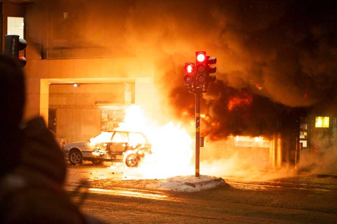 Dramatisk brand Lågorna från den brinnande Audin sträckte sig flera meter upp.
