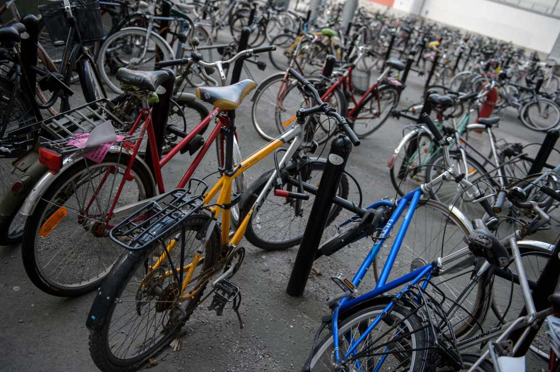 Trasiga cyklar i ett cykelställ på Södermalm i Stockholm. Arkivbild.