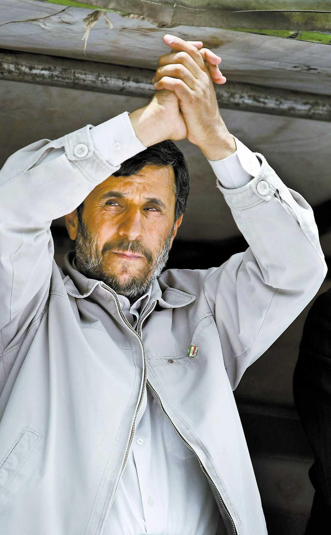 Rapporter om fusk räcker inte som föklaring till Mahmoud Ahmadinejads seger i Irans presidentval, skriver Ali Esbati.