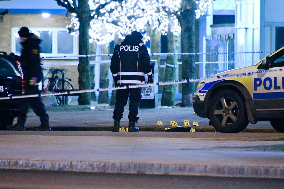 Under söndagskvällen blev en ung man skjuten i Malmö.