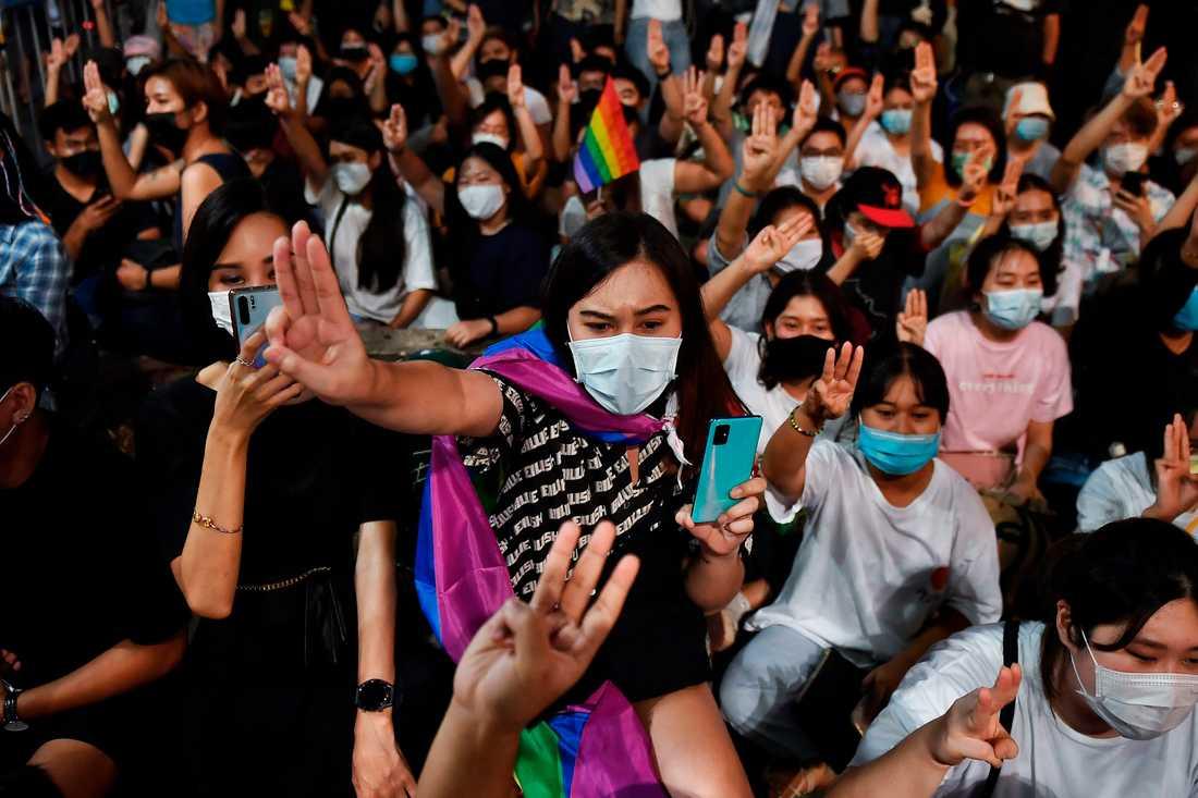 Unga demonstranter samlas ofta och återkommande i regeringskritiska protester i Bangkok.