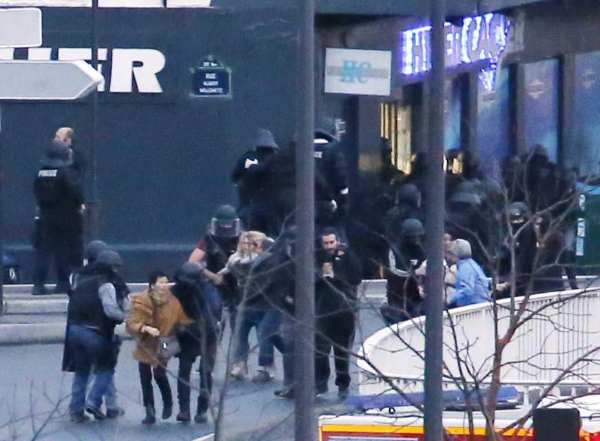 Gisslan fritas ur butiken i Paris.