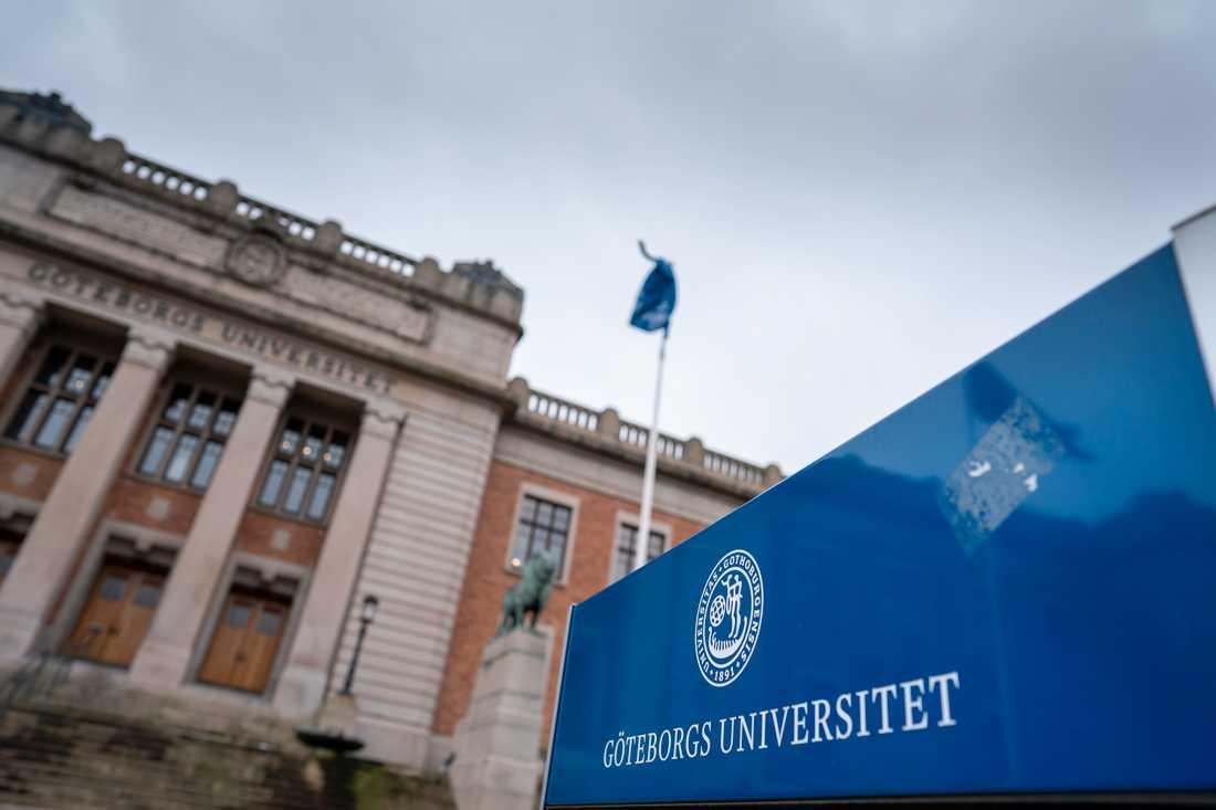 Medarbetarna på Göteborgs universitet har fått sina mejladresser utslagna efter att flera e-postservrar kraschat.