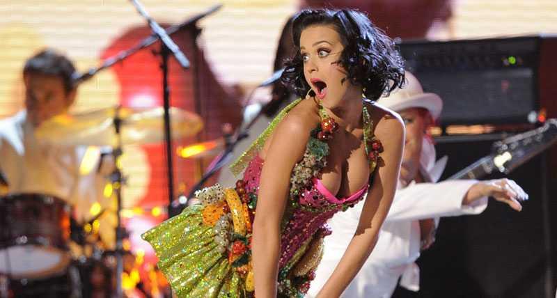 Katy Perry sågs fatta tycke för...