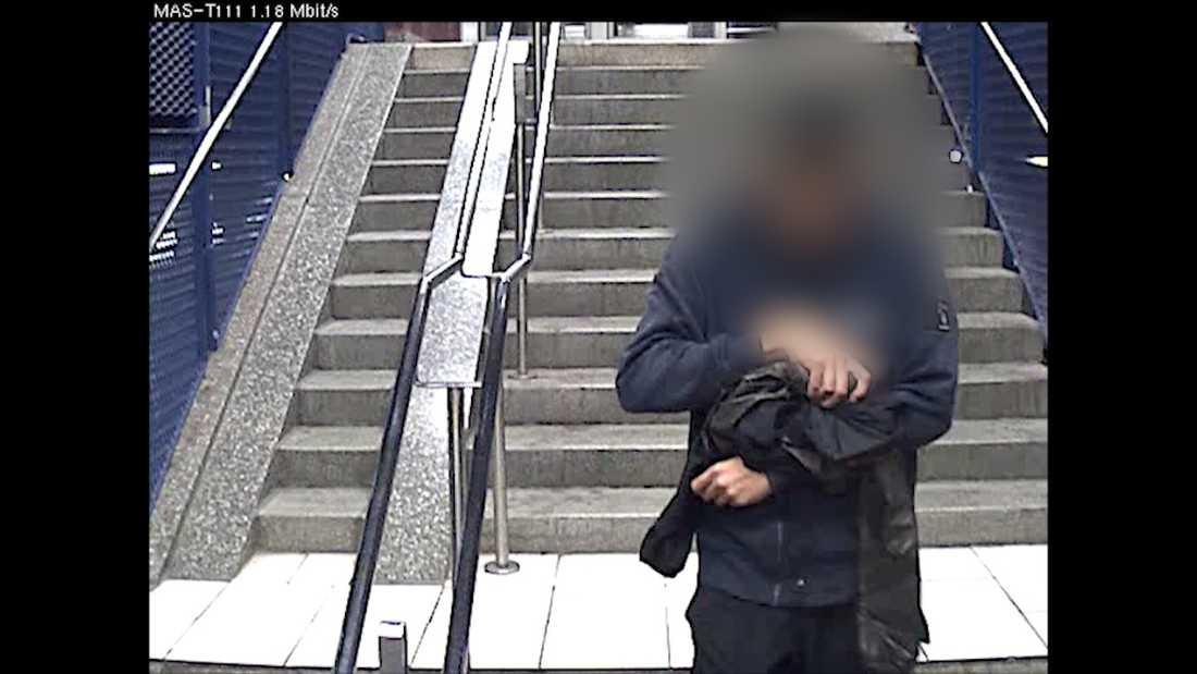 En ungdom har skjutits i armen – fångas på övervakningsbilder