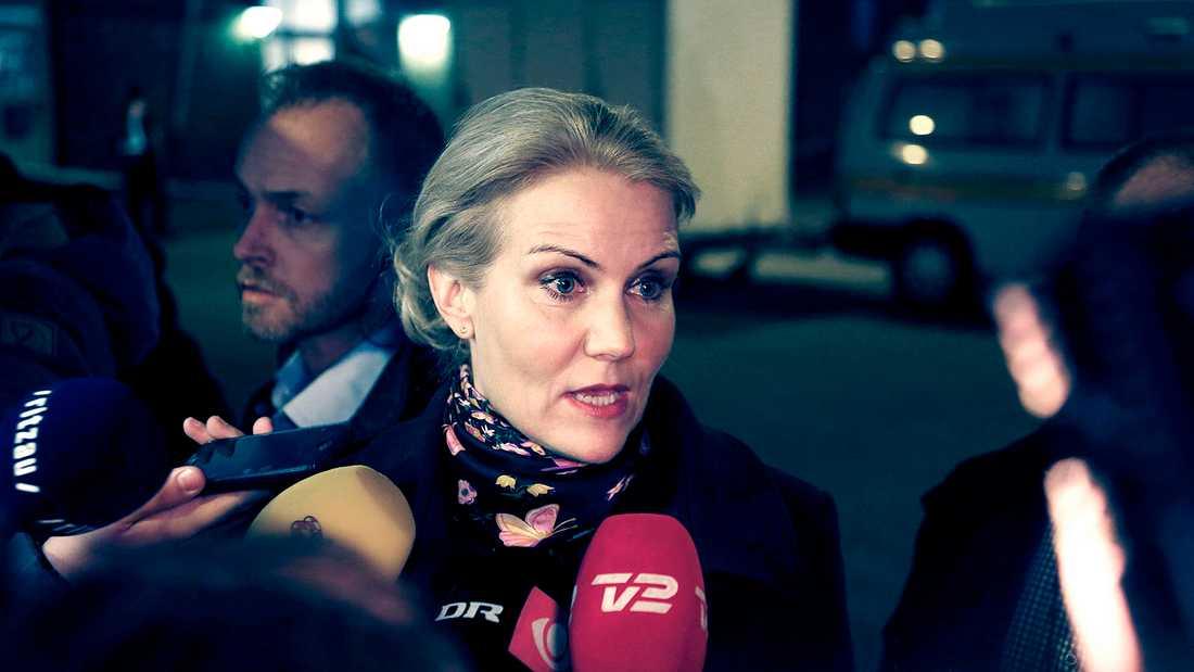 Danmarks statsminister Helle Thorning-Schmidt anläder till kulturhuset Krudttønden i stadsdelen Østerbro i Köpenhamn.