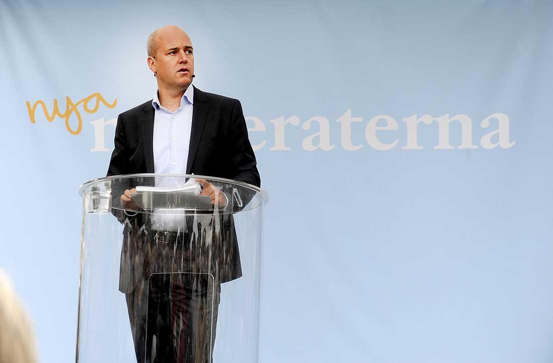 Fredrik Reinfeldt i talarstolen.