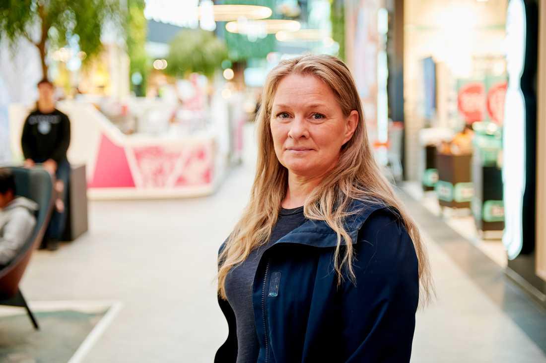 Anna Nasir, 47, tror att den stora smittspridningen i Uppsala delvis beror på att man är en studentstad med ung befolkning och många fester.