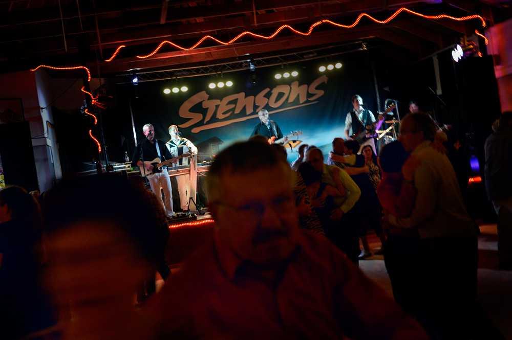 """Just den här kvällen står """"Stensons"""" för bugg- och foxtrotrytmerna."""