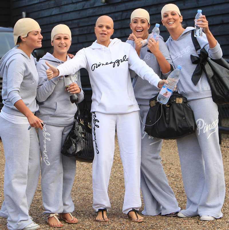 Jade och vännerna –med sympatikala huvuden –lämnar hennes hem i Essex för några sista ärenden dagen före bröllopet.