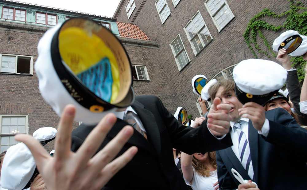 Elever på Östra Real på Östermalm tar studenten, arkivfoto från 2005.