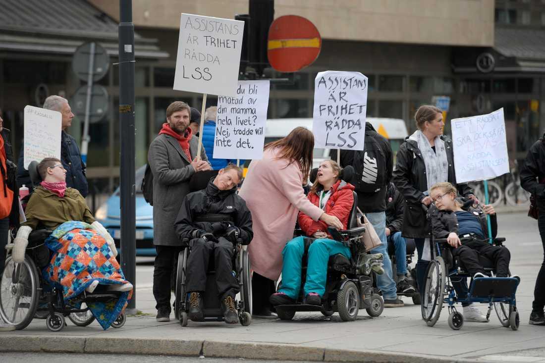 Demonstration om LSS på Vasagatan vid Norra Bantorget i Stockholm inför Socialdemokraternas partiordförande Stefan Löfvens förstamajtal 2018.