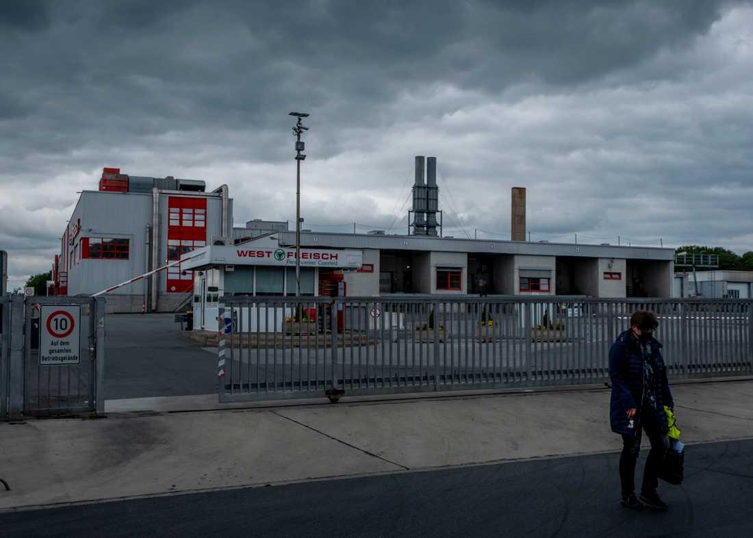 Westfleischs slakteri i Coesfeld, där fler än 260 fall har rapporterats. Nu stängs även företagets anläggning i Dissen, sedan minst 92 personer smittats i ett nytt coronautbrott.