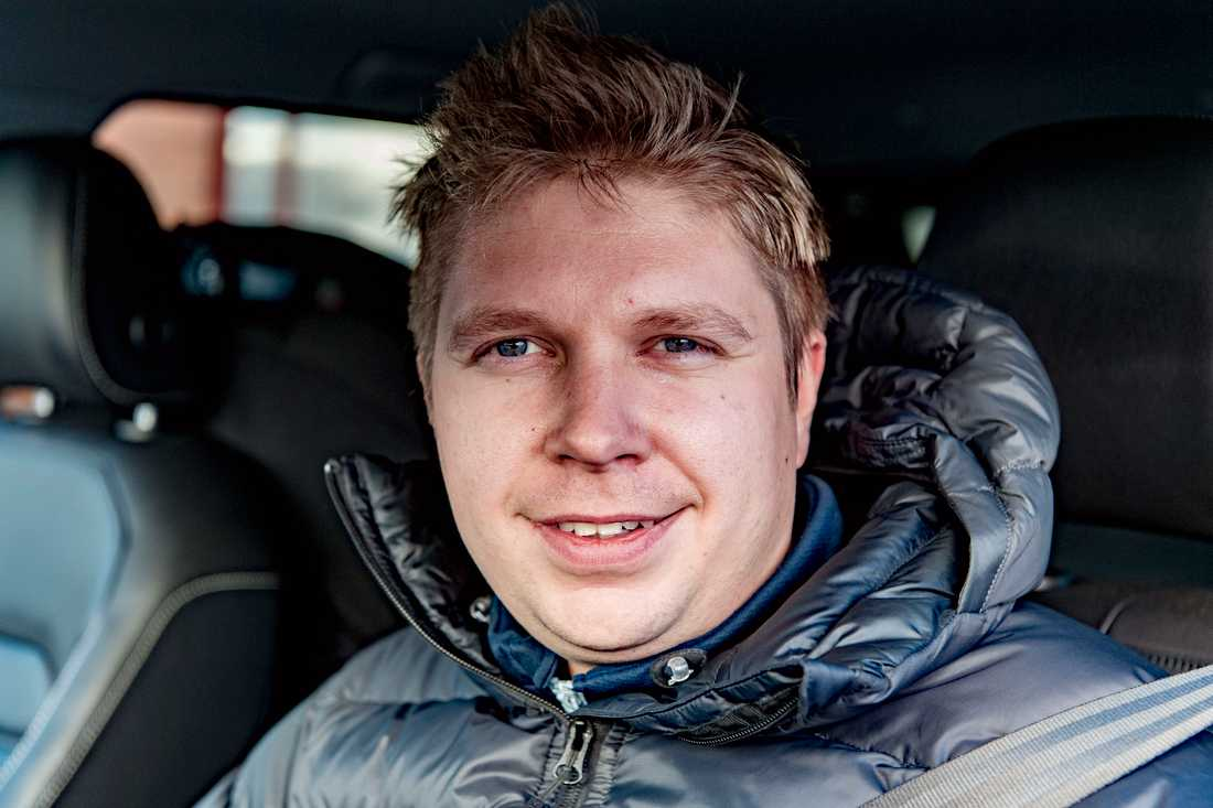 """Har det blivit varmare i Kiruna under din livstid? """"Nej, senaste vintern var jättekall. Det är mer att det är svängningar i temperaturen,"""" säger Benny Bäckström, 32, egen företagare, Kiruna."""