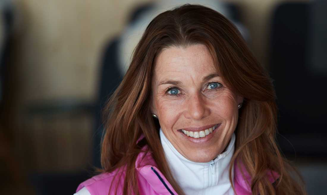 Förra skidskyttestjärnan, nu expertkommentatorn Magdalena Forsberg.
