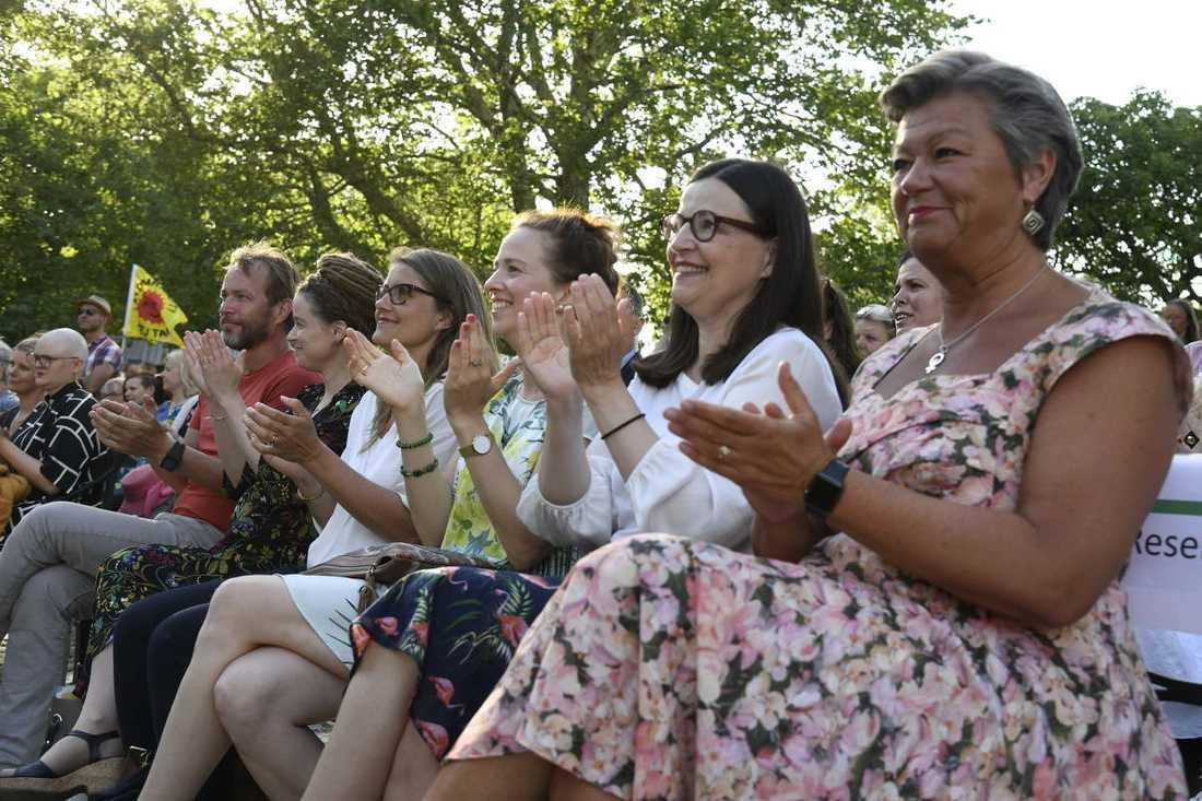 I publiken satt bland annat kulturminister Amanda Lind (MP), jämställdhetsminister Åsa Lindhagen (MP), utbildningsminister Anna Ekström (S) och arbetsmarknadsminister Ylva Johansson (S).