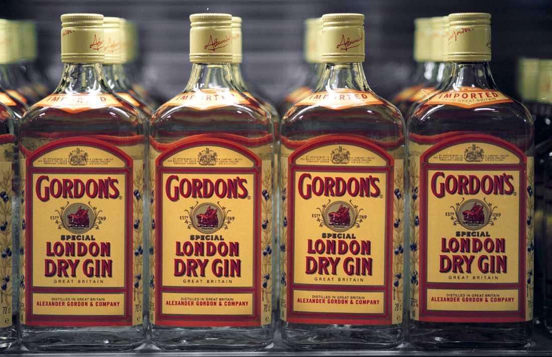 Cirka 25000 liter alkohol har förts in i landet för att säljas i butiken – utredningen har gett belägg för cirka 70 inköpsresor.