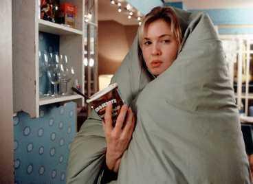 Singeln Bridget Jones har en ensam hemmakväll.