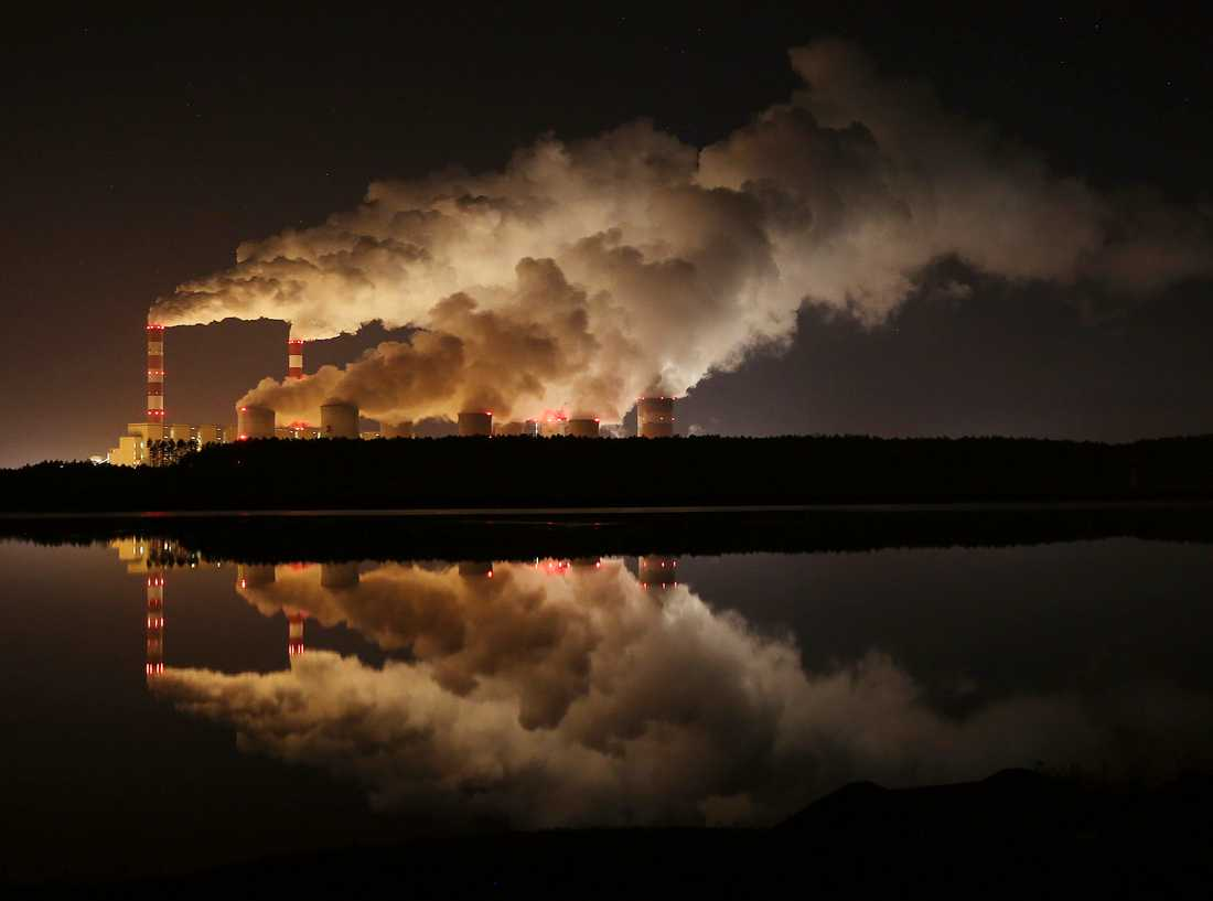 Europas största brunkolskraftverk ligger i Belchatow i Polen. Arkivbild.