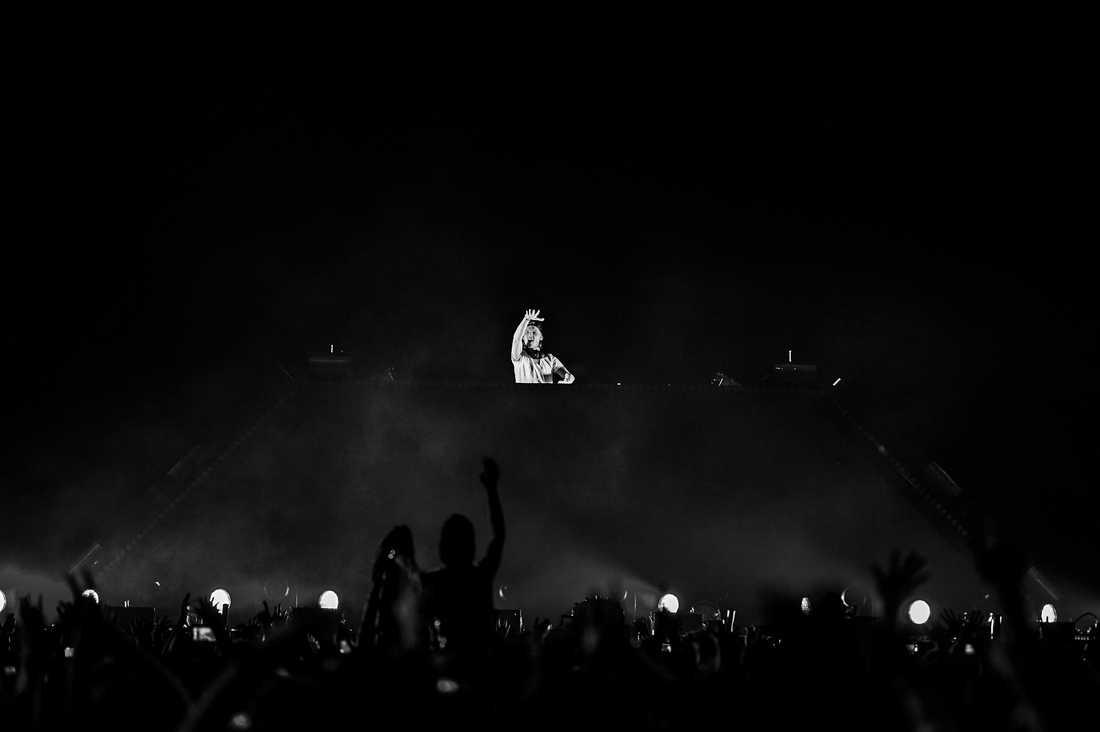 Avicii under sin konsert på Tele2 Arena 2014.