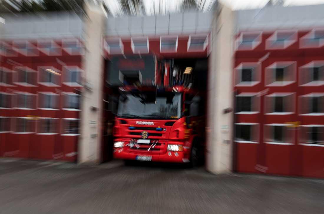 Fem personer har förts till sjukhus efter en brand i Alby i Botkyrka. Arkivbild.