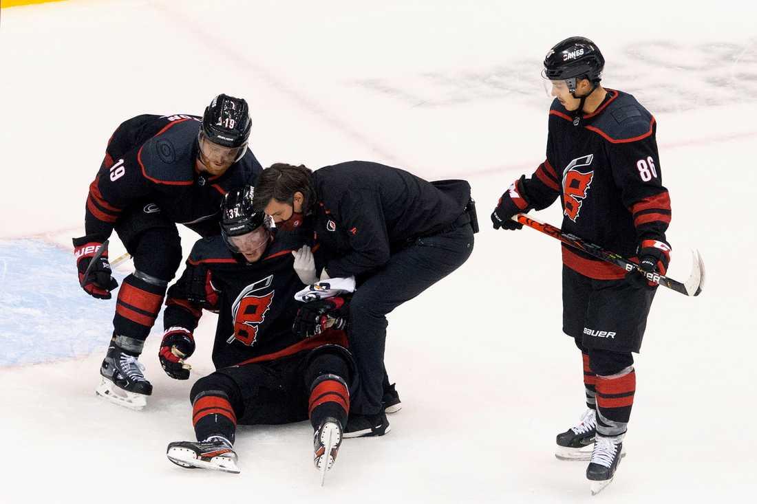 Svetjnikov hjälps av isen.