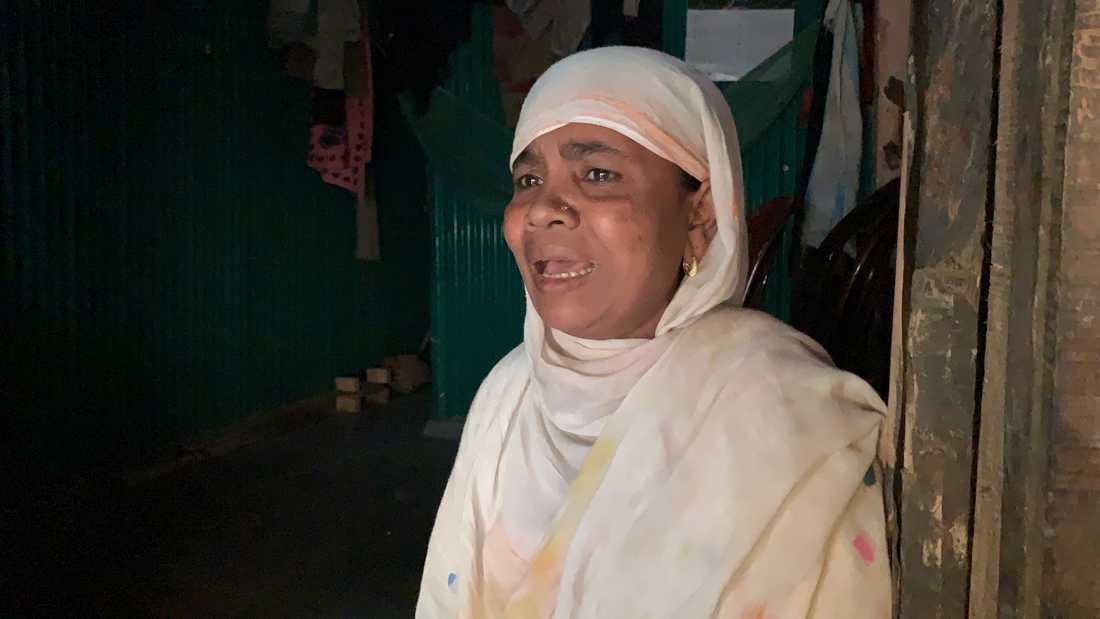 Nasima Khatuns 25-årige son befann sig ombord på den strandade båten. Själv har hon stannat kvar i ett av flyktinglägren i Cox's Bazar.