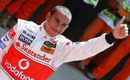 Tummen upp Lewis Hamilton siktar på att frälsa hemmapubliken i morgon.