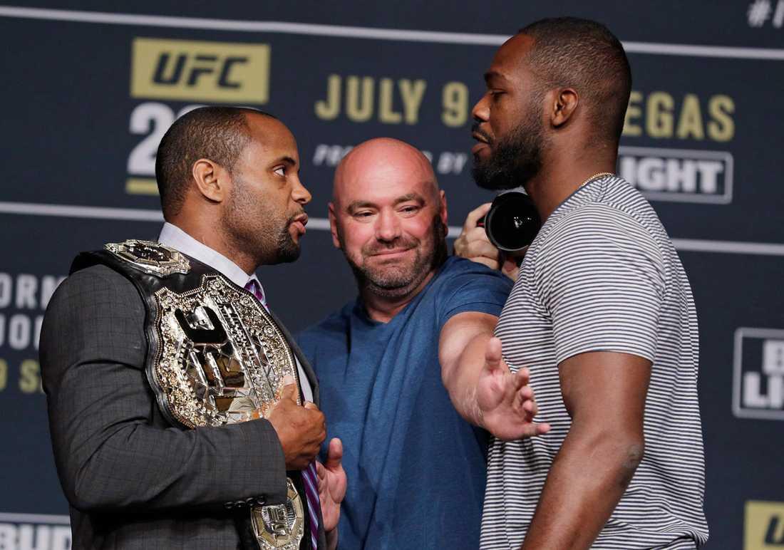 Daniel Cormier och Jon Jones skulle göra upp om bältet i UFC 200.