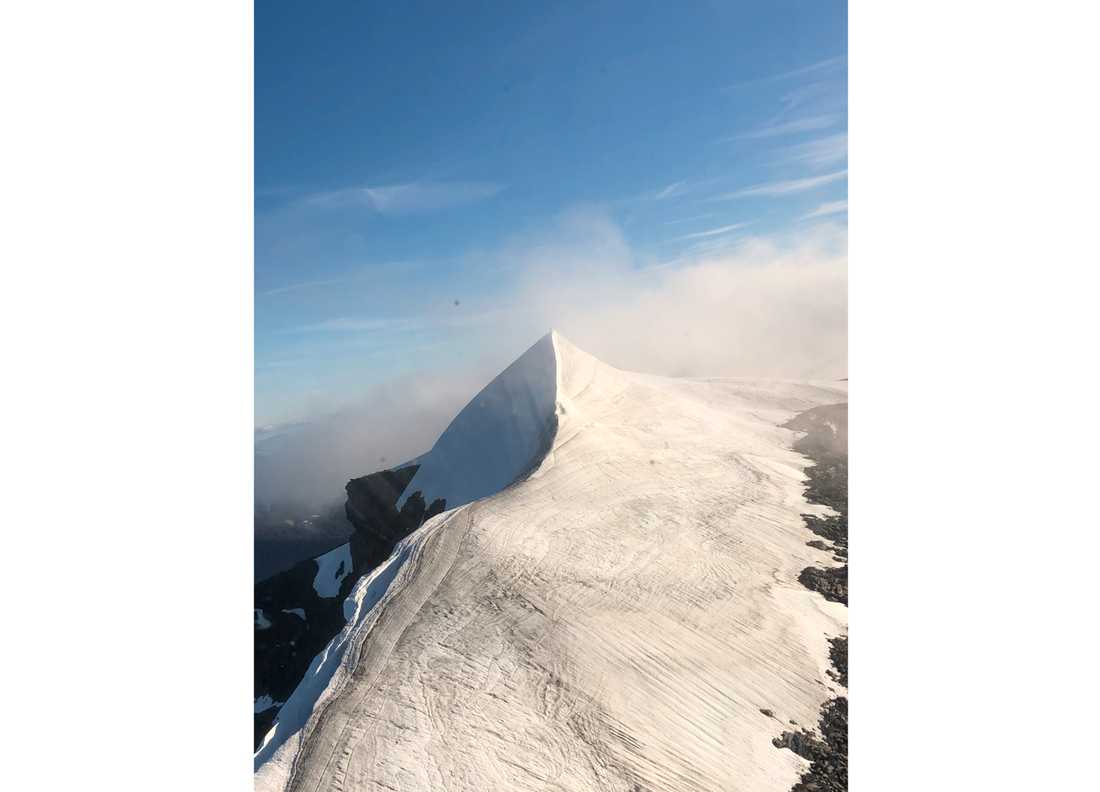 Kebnekaises sydtopp, för närvarande 2096,5 meter hög. Bilden togs härom dagen.