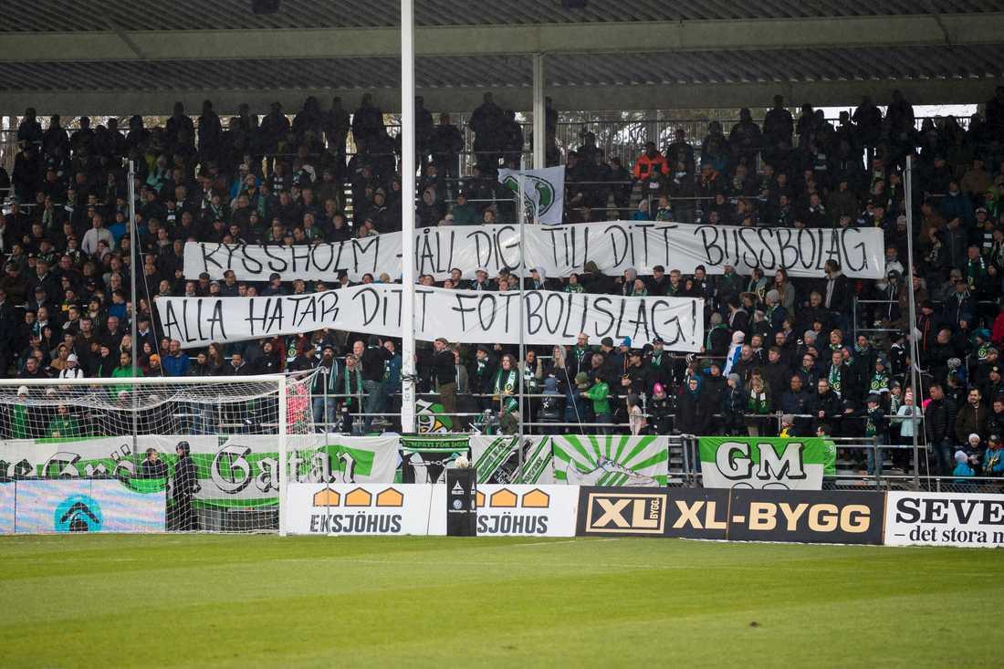 Jönköpings supportrar med en banderoll mot Eskilstuna