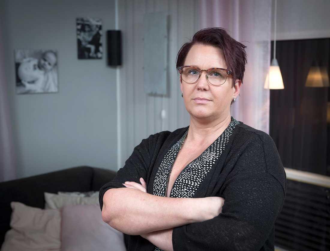 Helena Henningsson, 47, lever med Hypertyreos, överproduktion av sköldkörtelhormon.