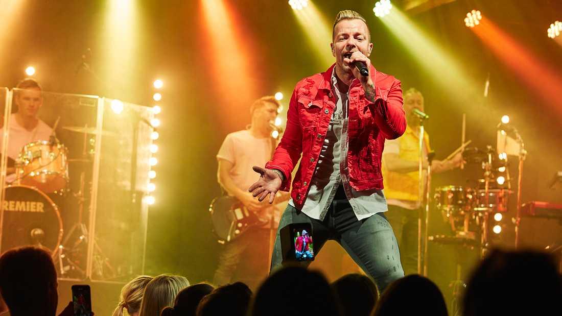 Casper Janebrink i Arvingarnas krogshow i Göteborg.