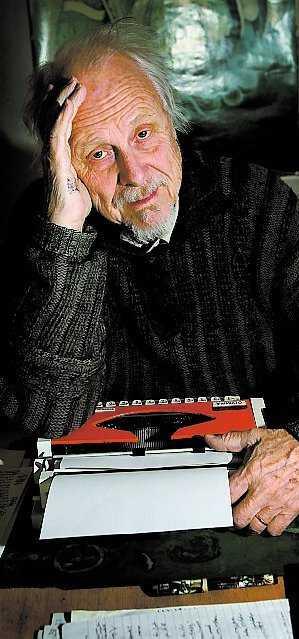 """""""Hur går det för de gamla som är vimsiga och sjuka"""", undrar författaren Lars Ardelius, 81."""