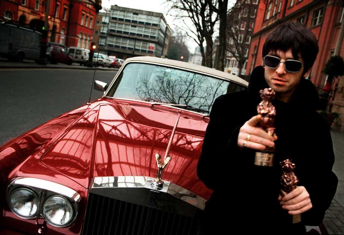 Noel Gallagher med sina Rockbjörnar 1996.