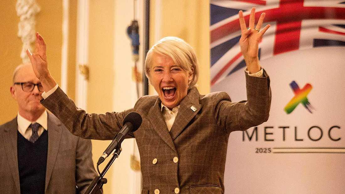 Emma Thompson som den högerpopulistiske politikern Vivianne Crook.