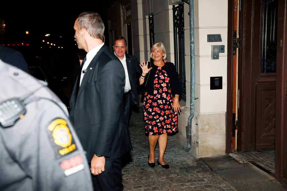 Stefan och Ulla Löfven anländer hem efter kvällen.