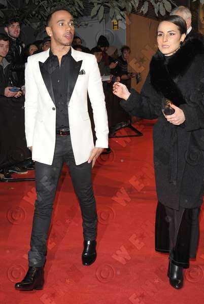 Noomi Rapace och Formel 1-stjärnan Lewis Hamilton fångades på bild när de lämnade British Fashion Awards tillsammans.