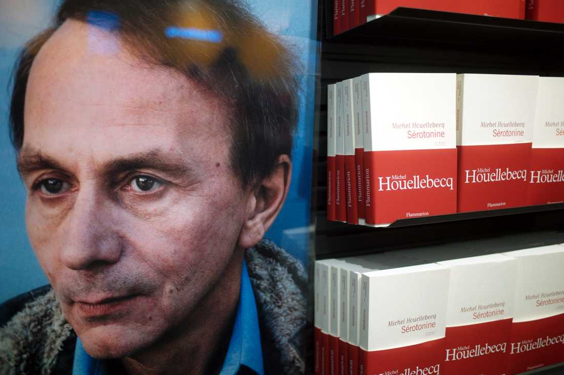"""Houellebecqs roman i skyltfönstret i Paris. Första upplagan av """"Séretonine"""" trycks i över 300000 exemplar."""