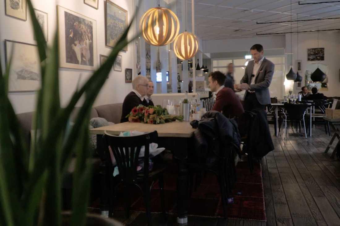 Några i vinstgänget gick ut i TV4 och berättade om vinsten vid ett möte med ATG:s vinnarambassadör Hans G Lindskog.
