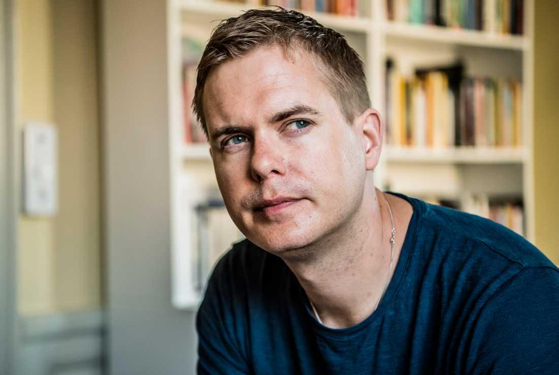 """""""Jag är en av de nu få som förhandlat med både Göran Persson, Fredrik Reinfeldt och Stefan Löfven"""", säger Gustav Fridolin."""