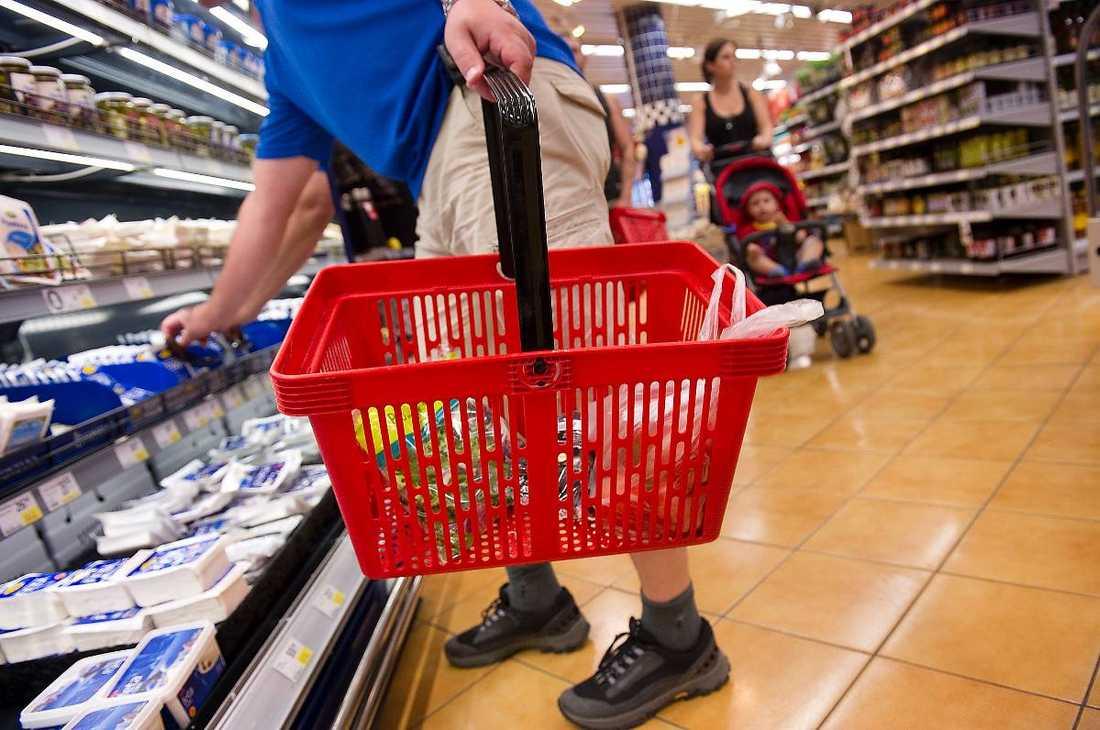 FALSK MÄRKNING Försvarets gamla beredskapskonserver märktes om som corned beef och såldes i matbutiker i Stockholm. Butiken på bilden har ingen koppling till det falskmärkta köttet.