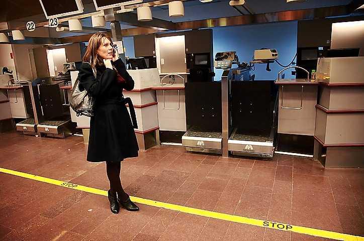 Anna Otto väntade i timmar på Arlanda i går för att få någon från flygbolaget att åtminstone titta på Gannas läkarintyg.