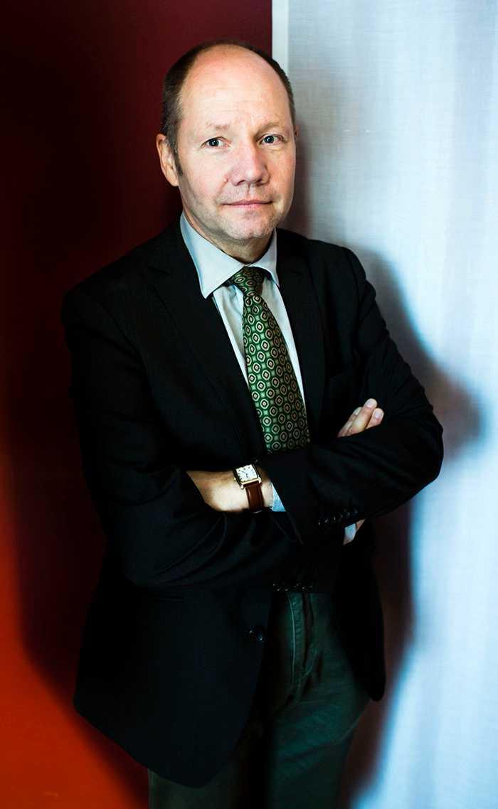 Peter Englund avgår som Svenska Akademiens ständige sekreterare.