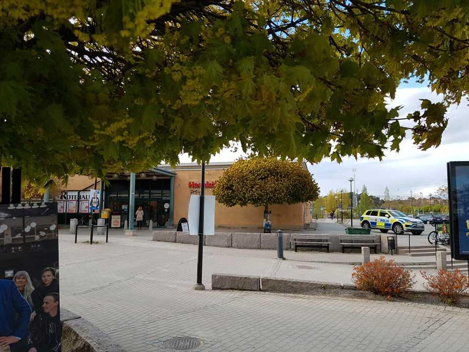 Larmet om rånförsöket i Rotebro kom 17.29 på måndagen.