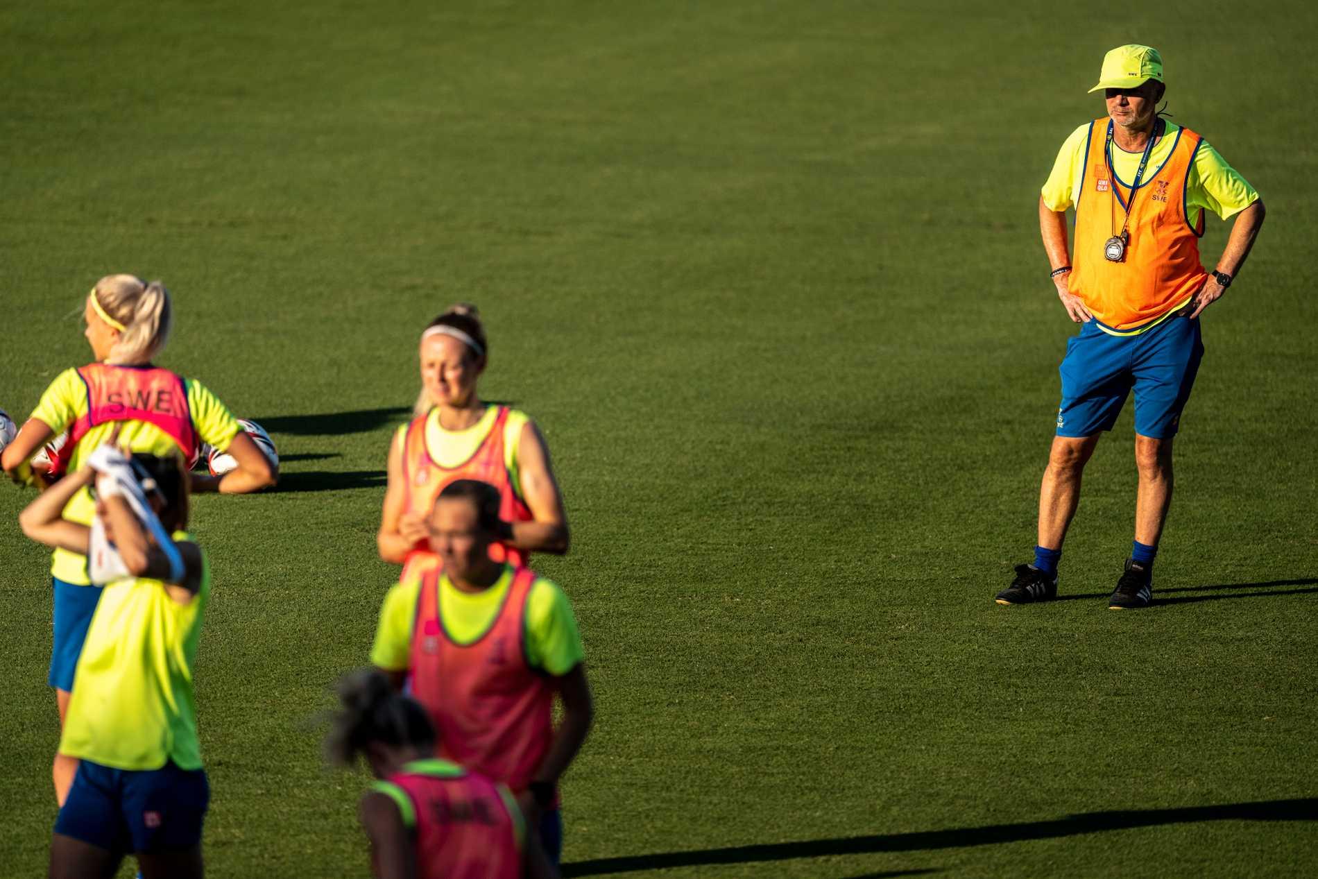 Sverige förbundskapten Peter Gerhardsson under tisdagens träning i Tokyo.