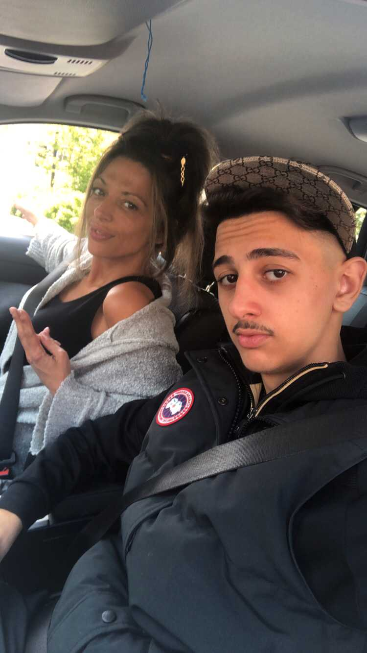 Eleni Lysandrides med 17-årige sonen Tony som knivdödades på centralen i tisdags.